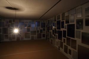 MACs_Vue de l exposition_ChristianBoltanski. La Salle des pendus_©Ph. De Gobert_20
